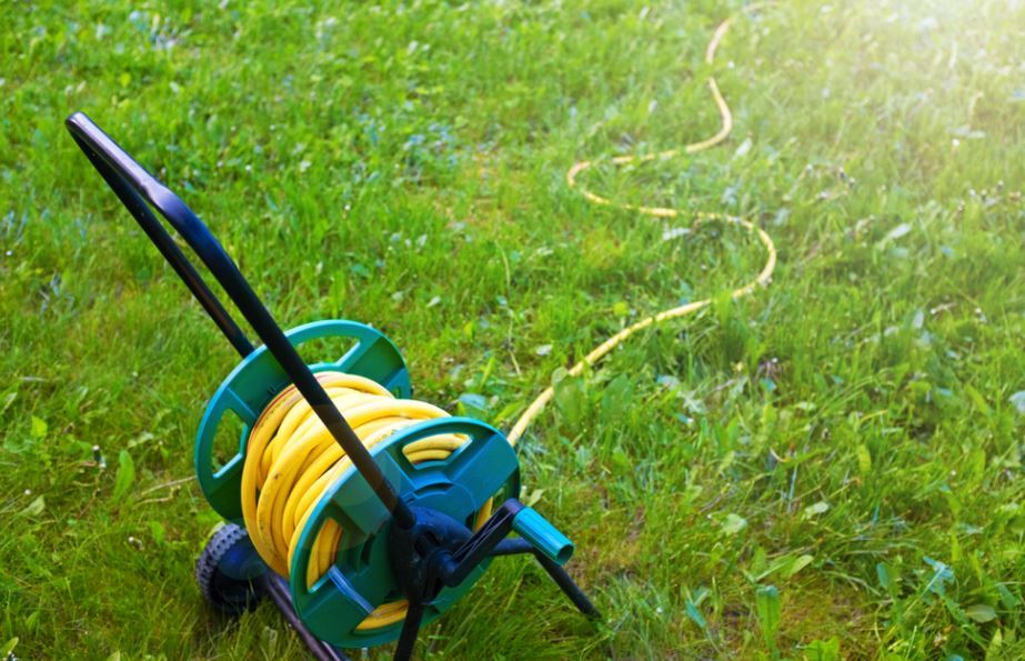 How to Choose a Garden Hose Reel