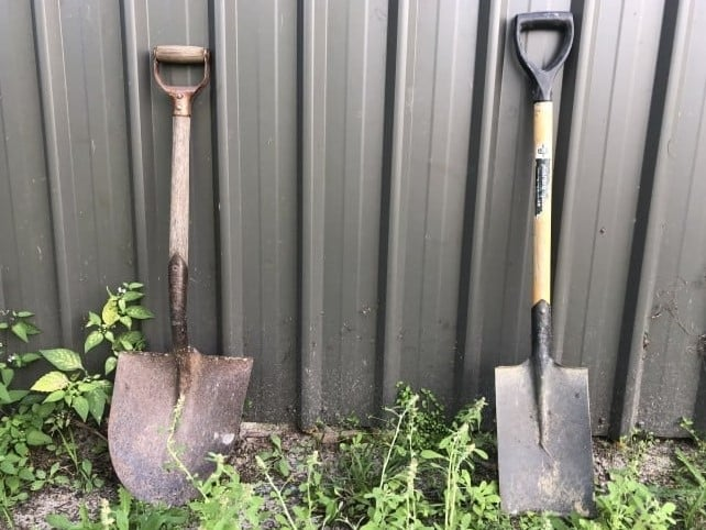 What is the Difference Between Spade and Shovel